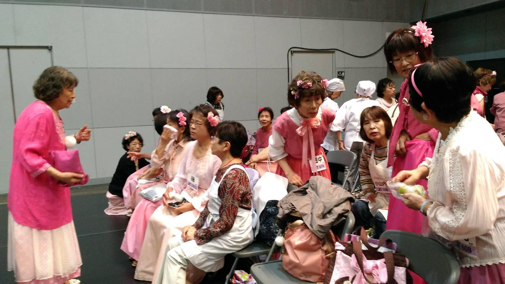 みんなで赤じゅうたんを歩きたい「シニア限定ファッションショー」に参加しませんか?