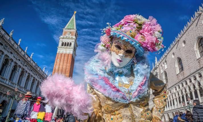 ヴェネツィアのカーニバルに参加して自費出版の写真集を作りたい!